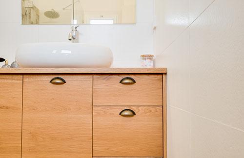 עיצוב ארון אמבטיה עץ ענת הדס